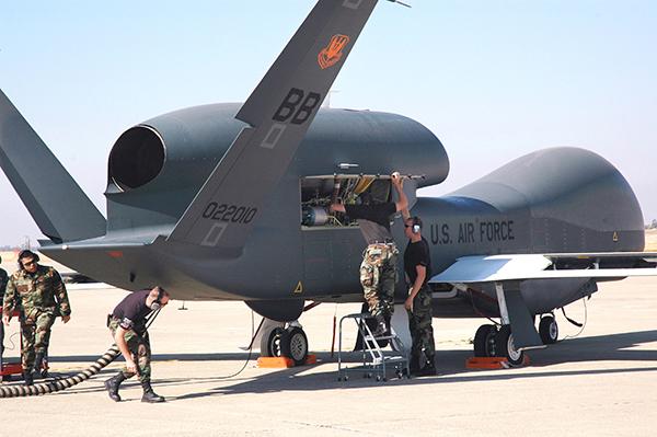 美全球鹰无人机被击落背后:空中侦查体系遇转型困局