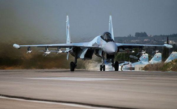 苏35危险拦截美侦察机?俄:后者欲靠近驻叙俄军基地