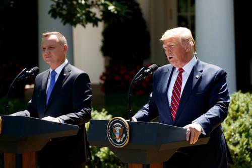 """波兰总统访美秀亲密 却被特朗普在驻军问题上泼冷水"""""""