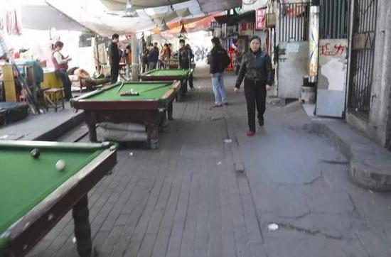 · 尽管被国际上视为优雅运动,90年代中国的桌球室却往往是环境恶劣,流氓云集