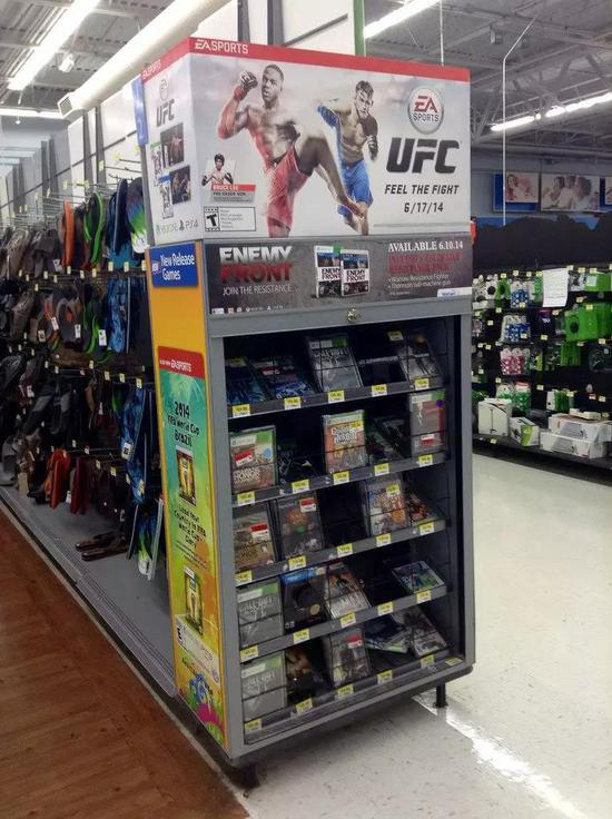 沃尔玛中的EA游戏货架