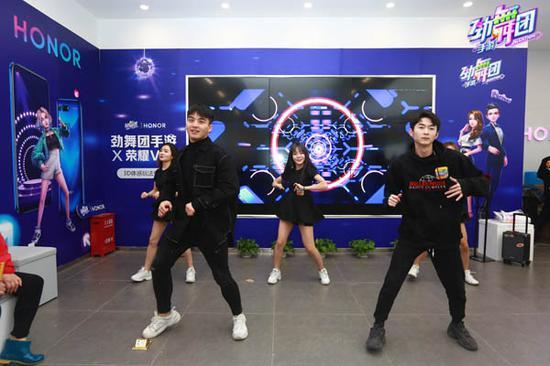活动现场《劲舞团》手游舞蹈大使热舞