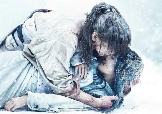 (《浪客剑心:最终章 追忆篇》雪代巴死亡,该角色由知名演员有村架纯出演)