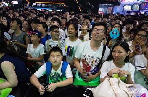 台下看比赛的观众
