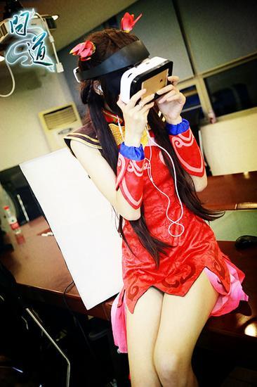 【小师妹观看VR视频