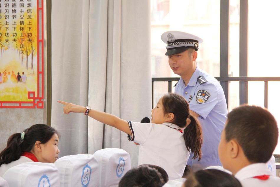 杭州老夫妻凭空多了个儿子 凭一句话捡回20万
