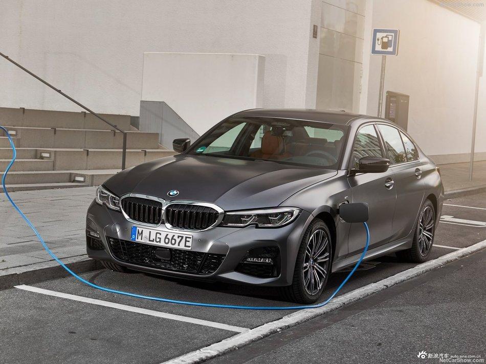 插混低油耗 带来更强动力 BMW 330e
