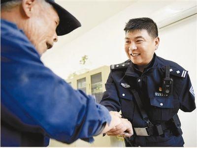 """鲍志斌:""""当警察就是要冲在一线"""""""