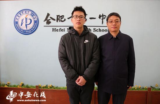 马晓阳(左)与封安保(右)校长。