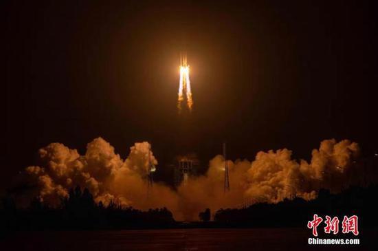 资料图:长征五号遥三火箭成功发射实践二十号卫星。 郭文彬 摄
