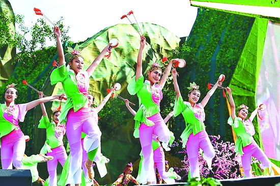 歌舞《新凤阳花鼓》展示安徽地方传统戏——花鼓灯的魅力。