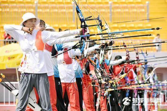 10月10号,安徽省第十四届运动会青少部射箭比赛在市体育场拉开序幕。(完)