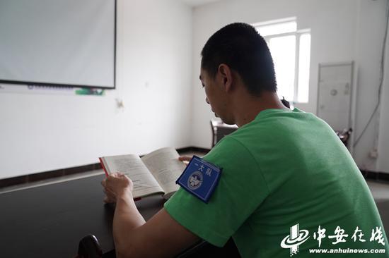 戒毒人员朱平(化名)在强制戒毒所接受采访