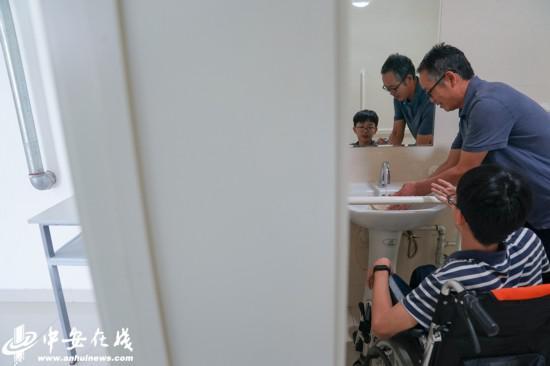 报到第一天,在学校安排的寝室里,桑毅正熟悉这里的环境