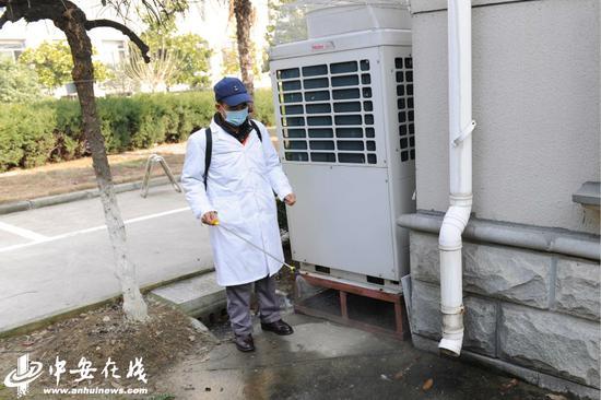 对下水道、窨井等排污设施定时消毒。