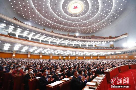 5月22日,第十三届全国人民代表大会第三次会议在北京人民大会堂开幕。 中新社记者 盛佳鹏 摄