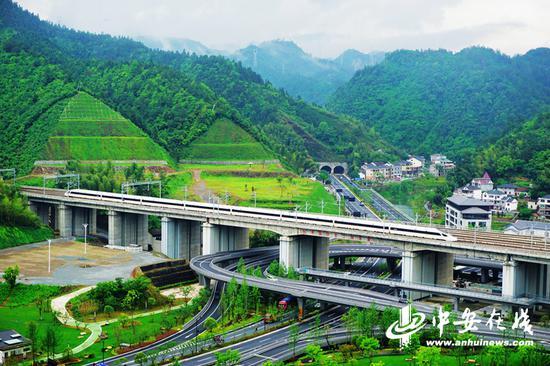 杭黄高铁风景线 陆应果 摄