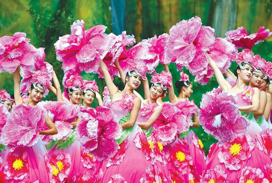 歌舞《丰收中国》舞姿优美,令人陶醉。