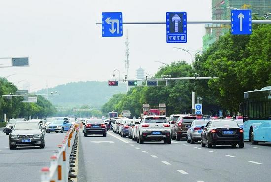 蚌埠市区三条可变车道先后投用