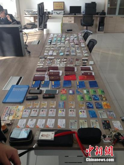 资料图:黑龙江破特大跨国网络赌博案,涉案资金流达万亿。黑龙江警方供图