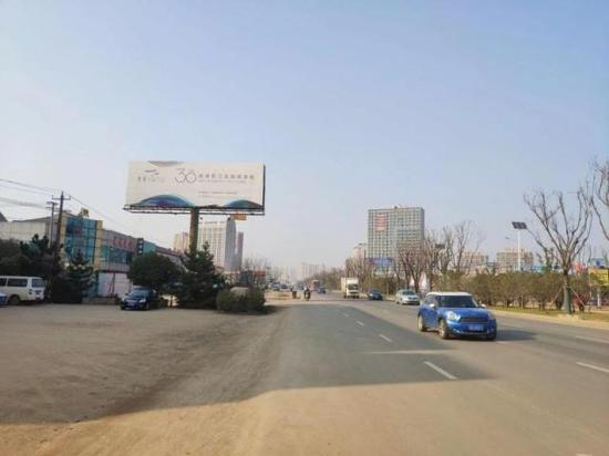 104国道途径省界小镇滁州汊河镇。 任俊锰 摄