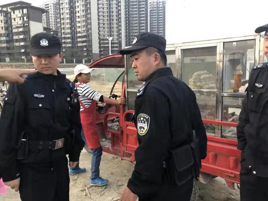 滨湖城管队员在执法