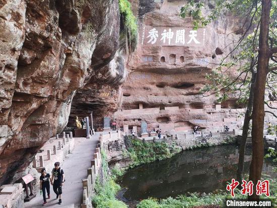 齐云山丹霞地貌景观。 刘浩 摄