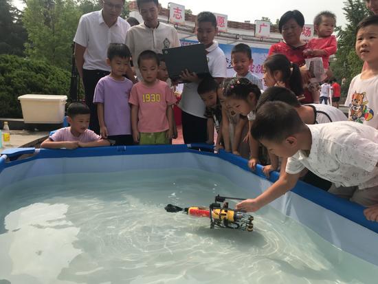 12�q男生要研�l水下�C器人�S修管