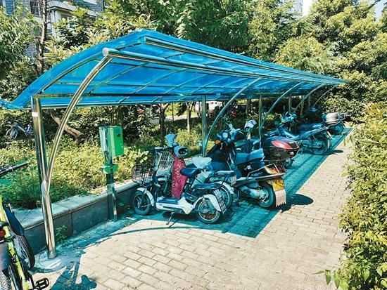 钢城花园小区停车棚