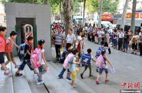 资料图:孩子离开学校