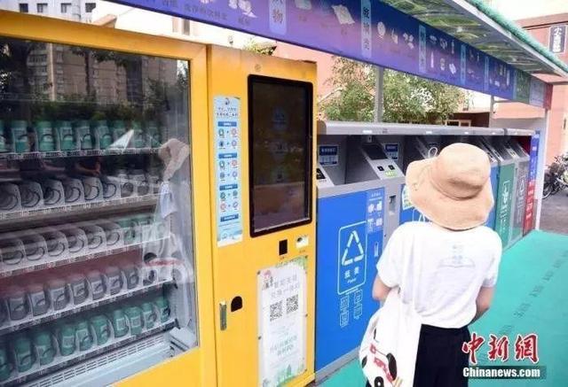 北京一居民小区使用新型分类垃圾桶。中新社记者 侯宇 摄