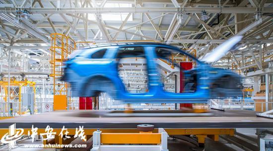江淮蔚来的智能生产制造车间一景