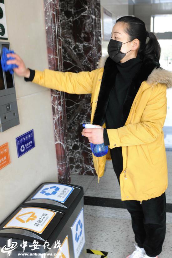定时对电梯等常用公共设施消毒。