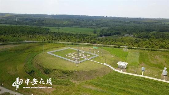 空中俯瞰合肥市观测站,周围都是大片的空地,对观测影响较小