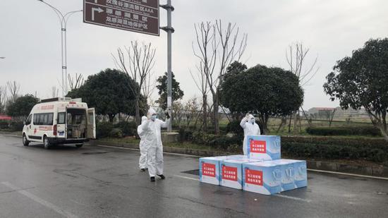 安徽第二批40万毫升血液在湖北完成交接
