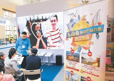 四月十八日,第十六届上海世界旅游博览会(旅博会)在上海展览中心举行,中国各省市以及海外旅游机构和景点纷纷参与。   陈玉宇摄(人民视觉)