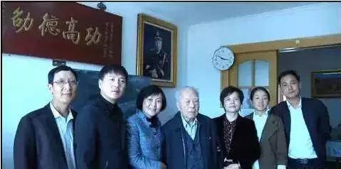 2017年10月11日绩溪县委主要负责人、县政府负责人与程老在北京合影