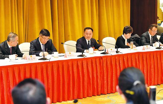 1月14日下午,省长李国英参加省十三届人大三次会议马鞍山代表团审议。记者 徐国康 吴文兵 程兆 摄