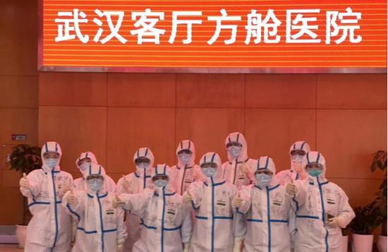 安徽护理队进驻武汉客厅方舱医院收治轻症患者