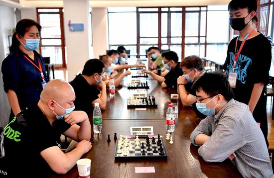 安徽亳州:象棋高手同场对弈