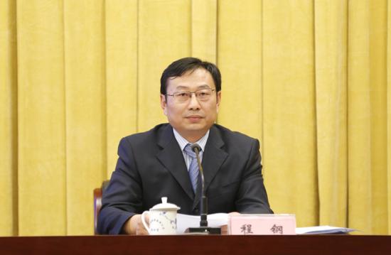 省地方金融监督管理局党组成员、副局长程钢