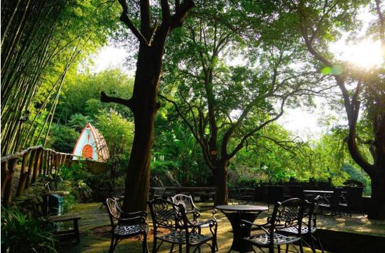 花山区三棵树庄园欧式风情庭院(图源:三棵树庄园微信公众号)