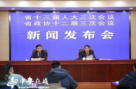 1月14日,省委农办主任、省农业农村厅厅长卢仕仁在两会发布会上介绍安徽乡村振兴战略实施情况。