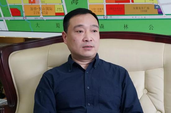 媒体采访蜀山经济开发区党工委委员、管委会副主任宋兢