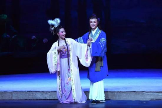 ▲文化惠民看演出-黄梅戏《牛郎织女》
