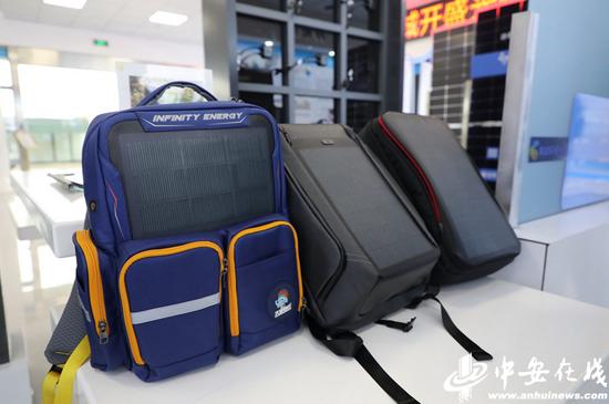 装有太阳能电池的背包