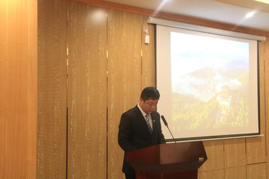 西九华山风景区总经理刘力对景区进行推介