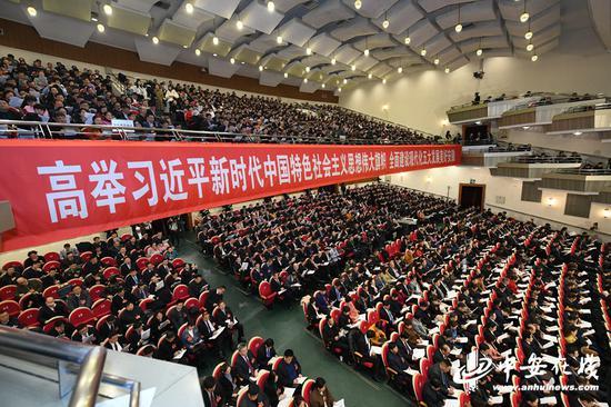 图为大会现场。记者 许梦宇、刘玉才、刘炜鑫/摄