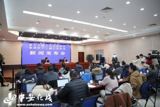 在1月14日召开的两会系列发布会上,安徽省农业农村厅厅长卢仕仁就春节保供应、农村人居环境等热点话题回答记者提问