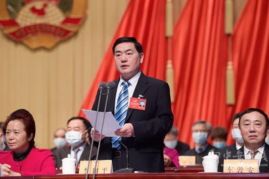 省政协副主席李和平主持大会。(记者 刘玉才 摄)